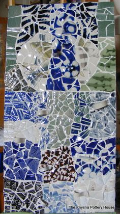 How to Mosaic and make beautiful objects for home and garden: Smashing broken cups and plates to make a mosaic