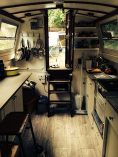 Narrowboat with nice wood flooring Narrowboat Kitchen, Narrowboat Interiors, Canal Boat Interior, Sailboat Interior, Barge Interior, Yacht Interior, Interior Ideas, Interior Design, Architecture Design