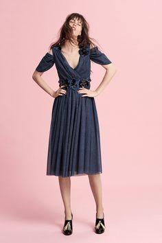Talbot Runhof Resort 2018 Collection Photos - Vogue#rexfabrics#purveyoroffinefabrics#cometousforfashion#passionforfabrics