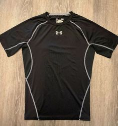 NEW WITH TAG MEN UNDER ARMOUR FITTED HEAT GEAR S//S SHIRT BLACK 003 SZ M NWT