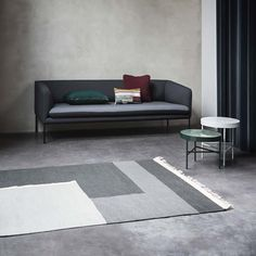 Quality Hand made Kelim Rug in a perfect wool mix by ferm LIVING. Neutral grey scale fits perfectly into every personal home styling. Minimalist Interior, Minimalist Living, Minimalist Decor, Modern Minimalist, White Marble, Marble Top, White White, Home Design, Home Accents