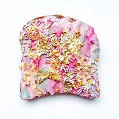 Here are the Unicorn Toasts and Mermaid Toastsof thefood designerAdeline Waugh, who createstasty and ultra-colorful toasts! Here, no industrial food col