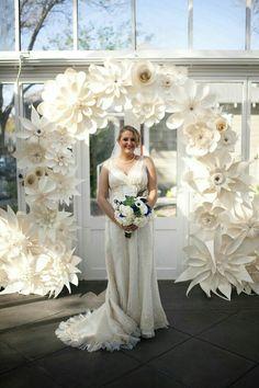 decoración con flores gigantes de papel6