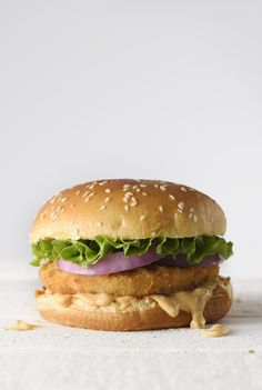 Amit a dietetikus sosem rendelne étteremben - Fogyókúra | Femina Hamburger, Chicken, Ethnic Recipes, Food, Essen, Burgers, Meals, Yemek, Eten