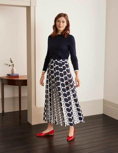 Midi Rock Outfit, Midi Skirt Outfit, Pleated Midi Skirt, Skirt Outfits, Midi Skirts, Modest Wedding Dresses With Sleeves, To Go, Boden Women, Skirt Fashion