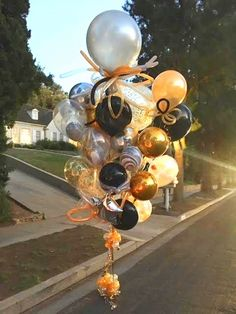 World's Best Bouquets — World's Best Balloons 30th Birthday Themes, Birthday Balloon Decorations, Happy Birthday Balloons, Paper Decorations, Birthday Ideas, Graduation Crafts, Graduation Balloons, Graduation Parties, Balloon Shop