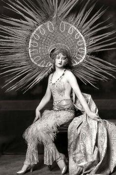 Ziegfeld woman Myrna Darby, 1920