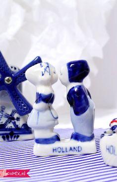 Misschien trouwen jullie wel in het buitenland of zijn jullie zonder speciale reden opzoek naar een typisch Hollands bruiloftsbedankje. Dit Kussende Paartje is dan perfec. De stenen beeldjes in delftsblauwe print zijn leuke trouw bedankjes om uit te delen aan de gasten.