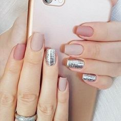 Discreet And Charming Ideas To Rock Glitter Nails This Fall Season. Are you looking for fun and yet sophisticated ways to upgrade your fall style? Here you have the fall nail trends to bring that fun into your nail game. Fall nail trends with glitter or Chic Nails, Stylish Nails, Trendy Nails, Gradient Nails, Nude Nails, My Nails, Glitter Nails, Fall Nails, Matte Nails