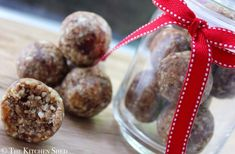 Healthy gingerbread energy bites