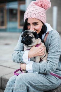 GIVEAWAY ON THE BLOG!!! Gemütliches Outfit Jogginghose und Sweater von Daily's Nothing's Better, rosa Beanie und rosa Tasche mit Quaste von Zara   Julies Dresscode   #ootd #giveaway #fashionblogger #juliesdresscode #pugbaby