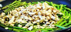 Gebakken kipfilet, asperges en champignons - Koolhydraatarmerecepten.info