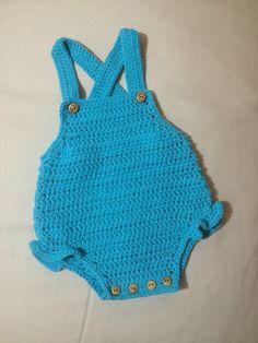¡Éste con volantes!  talla 1-3 meses #mantas #crochet #hechoamano #handmade #miabuelangelita #lana #algodón #ropadebebe #bebe #canastilla #canastilladebebé #cubrepañal #culotes #jersey #rebecas #peleles #petos