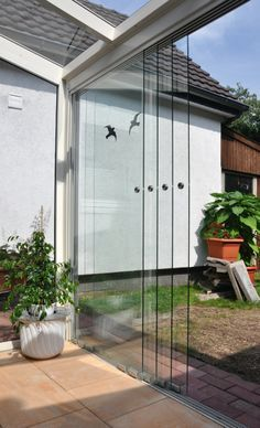 Dettaglio vetrate scorrevoli su veranda