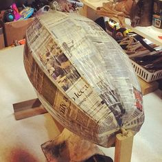 I love the smell of wet newspaper in the evening. Arte Steampunk, Steampunk Airship, Dieselpunk, Steampunk Artwork, Zeppelin, Paper Clay, Paper Art, Paper Mache Crafts, Model Maker