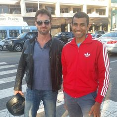 http://instagram.com/p/rI2E_qwYnu/ Hanging out took a walk with Gerard butler at Palisades park in santa Monica!