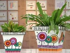 How to decorate boring flower pots Pottery Painting, Ceramic Painting, Painting On Wood, Painted Plant Pots, Painted Flower Pots, Flower Pot Crafts, Clay Pot Crafts, Pots D'argile, Clay Pots