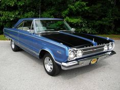 1967 Plymouth Satellite I remember owning one of these. It was green with gold metal flake paint. Classic Hot Rod, Classic Cars, Classic Auto, Plymouth Muscle Cars, Chrysler Crossfire, Plymouth Satellite, Plymouth Gtx, American Muscle Cars, Mopar