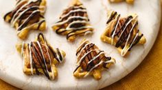 These fancy pretzel candies are ready in less than an hour with just with five ingredients- perfect for dessert.