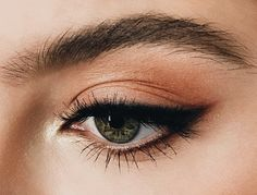 Soft look with a small black winged eyeshadow witg a peach base eyeshadow