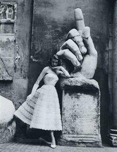 ImpressioniFotografiche - Sorelle Fontana,1952 photo by Regina Relang