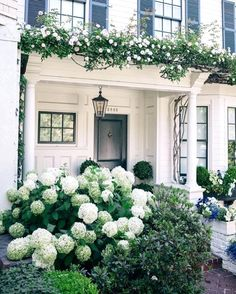 60 Best And Beautiful Front Yard Landscaping Ideas For Enjoying Your Days Garden Cottage, Home And Garden, Ideas Para El Patio Frontal, English Garden Design, Hamptons House, Front Yard Landscaping, Landscaping Ideas, Backyard Projects, Dream Garden