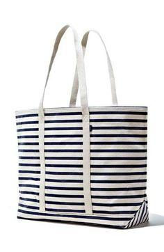Nautical style! Love this Baggu tote.