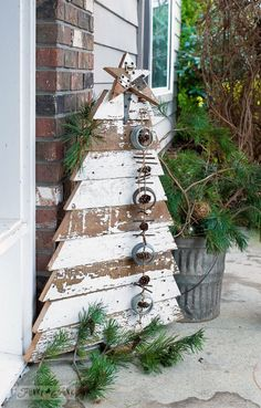 If you like Front Porches Farmhouse Christmas Decorations Ideas lets read more and see our pins. I think its best of list for Front Porches Farmhouse Christmas Decorations Ideas Farmhouse Christmas Decor, Diy Christmas Tree, Outdoor Christmas, Rustic Christmas, Christmas Projects, Christmas Holidays, Christmas Ornaments, Christmas Ideas, Modern Christmas