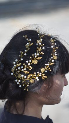 Bridal hair vine, bridal hair pin, bridal headpiece, bridal hair piece, bridal wreath, bridal adorntment, bridal ornament, hair accessories.  My handworks can be a unique gift for you, your family and friends!  gold variation is READY TO SHIPPING!  Orders will be shipped within 1-2 Business days after payment.  Material: love, wire, rhinestones, pearl beads, czech glass beads, czech seed beads, pin.  All my products are made by hand with care in a nonsmoking home. Without dyes, non-toxic…