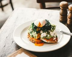 To help you satisfy your smashed avo cravings this weekend, we've found the best dishes in Auckland.