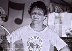 Terry Fox Foundation celebrates Canadian hero by supporting and continuing Marathon Of Hope. Excellent resources for organizers, educators, supporters, media. Photo Software, Famous Singers, Almost Famous, Marathon, The Dreamers, Athlete, Cancer, Fox, Hero