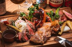 Hotel Food, Recipes From Heaven, Food Photo, Steak, Food And Drink, Pork, Menu, Vegan, Dinner