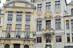 Façades de la grand place de Bruxelles. Multi Story Building, Mansions, House Styles, Home Decor, Belgium, Decoration Home, Manor Houses, Room Decor, Villas