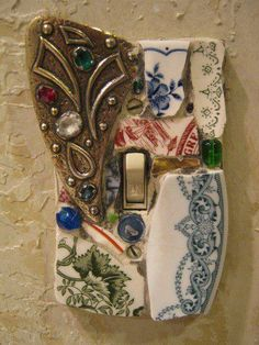 DIY Light Switch Cover Plate:Save your old jewelry, beach glass, ceramics to make your own switch plates like these. We can do this, Kari.I have broken china Mosaic Art, Mosaic Glass, Stained Glass, Diy Projects To Try, Craft Projects, Craft Ideas, Diy And Crafts, Arts And Crafts, Ideas Prácticas