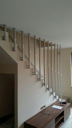 Парапети Сенници Щори Дограма somfy Steel Railing Design, Steel Stair Railing, Modern Stair Railing, Stair Handrail, Modern Stairs, Balcony Grill Design, Balcony Railing Design, Home Stairs Design, Interior Stairs