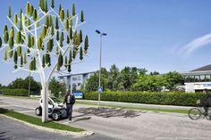 IMG_0113-Você acha que é preciso grandes ventanias para gerar energia? Geralmente, sim. Mas graças à ideia do francês Jérôme Michaud-Larivière, que criou a Árvore do Vento, até brisas podem fornecer eletricidade.  Equipada com quase 100 folhas de plástico que servem como pequenas turbinas e ficam penduradas em um tronco de aço, a Árvore do Vento aproveita todo tipo de vento, inclusive pequenas correntes de ar que circulam nas cidades entre prédios e ruas, para gerar energia.