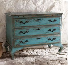 Turquoise dresser, this would SO go in my living room and would be perfect for all the kids games and crafts!