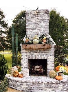 Elegant Fireplace Makeover For Fall Home Decor Not all fireplaces look alike due to the endless range of designs out there. It is one of the absolute best ways to completely transform your home. After all, in the majority of room designs the fireplace Outdoor Fireplace Patio, Outdoor Fireplace Designs, Outdoor Fireplaces, Brick Fireplaces, Fireplace Decorations, Halloween Decorations, Outside Fireplace, Fireplace Ideas, Thanksgiving Decorations