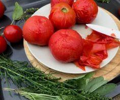 Základní rajčatová omáčka Sugo di pomodoro   FreshBites. Vegetables, Food, Lasagna, Essen, Vegetable Recipes, Meals, Yemek, Veggies, Eten