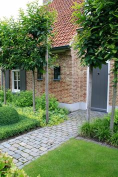 Landelijk tuin Hoeven_Tuinmeesters © While historical around thought, the particular pergola continues to be having Garden Paths, Garden Landscaping, Garden Tools, Patio, Backyard, Exterior, Small Garden Design, Paving Stones, Small Gardens