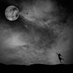 You are the moon in my sky and I will worship you for your light. -Tyler Knott Gregson pic by Ahmed M. Black N White Images, Black And White, Moon Circle, Moon Dance, My Fantasy World, Dark Look, Photo Texture, White Picture, Fine Art Photo
