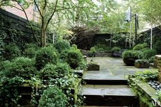 Urban Garden Design Julianne Moore's New York City garden was designed by Sawyer Landscape Architecture, Landscape Design, Garden Design, Architecture Interiors, Fence Design, Small Gardens, Outdoor Gardens, Modern Gardens, Lush Garden