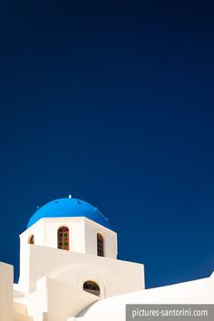 One of the many blue domed churches in Santorini in front of the deep blue sky. This particular church is situated in Oia. White Building, Santorini Greece, Paros, Greek Islands, Beautiful Islands, Canvas Art, Blue And White, Meet, Mansions