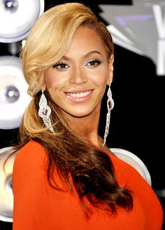 Beyonce's Two-Toned Glam - loving the colors!