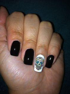 Dia de los Muertos nails, sugar skull Holiday Nail Designs, Holiday Nails, Holiday Fun, Shellac Nails, Manicure, Nail Polish, Sugar Skull Nails, Sugar Skulls, Cute Nails