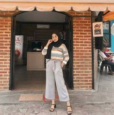 Style hijab remaja muslim ideas Source by saradweek Outfits hijab Hijab Casual, Ootd Hijab, Modest Fashion Hijab, Modern Hijab Fashion, Street Hijab Fashion, Hijab Chic, Muslim Fashion, Fashion Outfits, Style Fashion