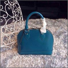 Coach: I'd really like to have this bag. I guess I will put it on my wish list.
