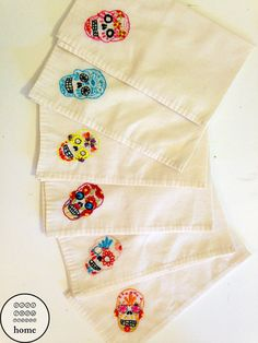 Set of 6 embroidered sugar skull napkins. These 100% cotton napkins are hand made with a colourful calavera design (traditional mexican folk art).