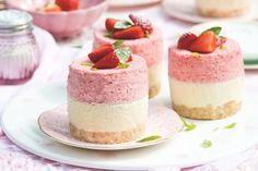 Nejsladší den dětí | Apetitonline.cz Homemade Frozen Yogurt, Frozen Yogurt Recipes, Köstliche Desserts, Delicious Desserts, Dessert Recipes, Fingerfood Party, Party Finger Foods, Mini Cheesecakes, Mini Cakes