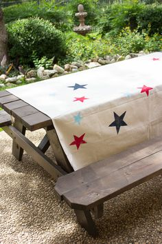 #DIY this patriotic picnic blanket with #marthastewartcrafts paints!